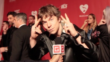 "Cage the Elephant frontman Matt Shultz talks 'Tell Me I'm Pretty' LP & ""Cold Cold Cold"" Music Video"