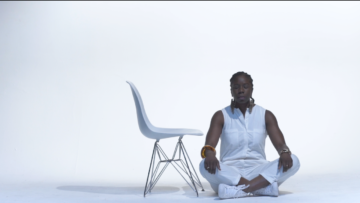 """NYC native Fritzwa confronts her inner mind in new """"Sittin' Pretty"""" video"""